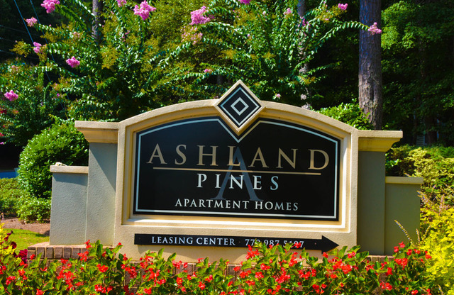 Ashland Pines Apartments Sign